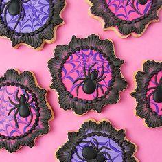 Halloween Cookies Decorated, Halloween Sugar Cookies, Halloween Baking, Halloween Desserts, Halloween Treats, Halloween Decorations, Halloween Biscuits, Halloween Cookie Recipes, Halloween Birthday Food