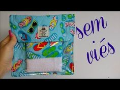 Necessarie sem viés (costura francesa) você vai se surpreender - YouTube Diy Purse, Clear Bags, Sewing For Kids, Couture, Sailor Moon, Baby Dress, Sewing Projects, Lunch Box, Pouch