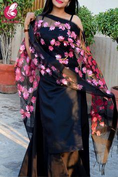 Shop Black Organza Handpainted Neon Pink Stole - Stoles Online in India Fancy Dress Design, Stylish Dress Designs, Fancy Blouse Designs, Stylish Dresses, Indian Fashion Dresses, Dress Indian Style, Indian Designer Outfits, Indian Outfits, Simple Kurta Designs