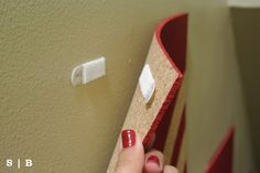 Different ways to use Command Strips around the house (or dorm.) Some ideas of how to use the command strips in a variety of ways. College Dorm Essentials, College Hacks, College Dorm Rooms, Command Hooks, Command Strips, Dorm Life, College Life, Rental Decorating, Diy Cleaners