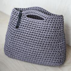 Dies ist die klassische Form sehr angenehm jeden Tag Frau die Handtasche. Es besteht aus recycelter Baumwolle T-shirt klobig Garn. Maße: 11,8 X 13, 4 (30Х33 cm) Diese Handtasche ist super minimalistisch - feste Form, einfarbig, ohne zusätzliche Sachen! Bitte wählen Sie die Farbe in den