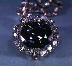 The Hope diamond is one of the most famous diamonds in the world. Many believe the diamond is cursed and will cause harm and misfortune to its owners. Diamond Gemstone, Diamond Jewelry, Gold Jewelry, Diamond Earrings, Fine Jewelry, Antique Jewelry, Hope Diamond, Diamond Image, Diamante Hope