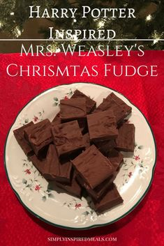 Weasley's Christmas Fudge inspired by Harry Potter. This fudge is creamy, rich chocolate and melts in your mouth. Perfect for gifts and the holidays! Christmas Fudge, Christmas Baking, Christmas Treats, Fudge Recipes, Candy Recipes, Holiday Recipes, Holiday Ideas, Harry Potter Treats, Harry Potter Food