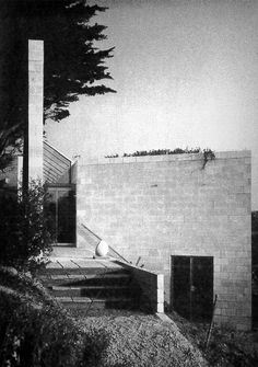 """303. Team 4 /// Creek Vean /// Feock, Cornwall, UK /// 1964-1966 OfHouses presents """"Pritzkers' First Houses, part III"""": Sir Norman Foster (Pritzker 1999) established his first architectural practice..."""