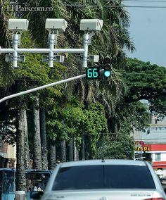 'A la brava', los caleños aprenden a respetar las señales de tránsito En informe de Tránsito, se registraron 127.124 multas menos entre abril y junio de 2013 que en igual periodo de 2012 por exceso de velocidad, parquear en sitio prohibido, pisar la cebra y pasar el semáforo en rojo.