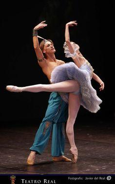 Pas de deux de El corsario por Anastasia Matvienko y Denis Matvienko  ©Javier del Real / Teatro Real, cortesia del Teatro Real