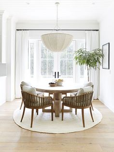 20 Modern Farmhouse Dining Rooms That Will Transport You To The Countryside From weathered wood tables to spindle-back chairs, nothing says home sweet home better than a farmhouse dining room. Here's how to get the look. Dining Nook, Dining Room Design, Dining Room Modern, Curtains In Dining Room, Wicker Dining Room Chairs, Carpet Dining Room, Conservatory Dining Room, Farmhouse Dining Chairs, Luxury Dining Room