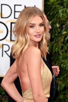 Rosie Huntington-Whiteley's effortless waves at the Golden Globes