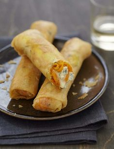 Crispy spring rolls blue carrots of Bresse Gourmet Recipes, Vegetarian Recipes, Cooking Recipes, Pavlova Recipe, Good Food, Yummy Food, Simply Recipes, Strawberry Recipes, Spring Rolls