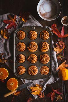 Breakfast Photography Croissant Cinnamon Rolls 31 New Ideas Breakfast Photography, Food Photography, Morning Bun, Saturday Morning, Comfort Food, Snack, Cinnamon Rolls, Fall Recipes, Pumpkin Spice