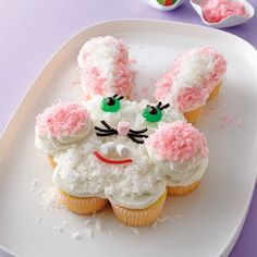 This Easter Bunny pull apart cake is super cute! Could buy already made and iced cupcakes to make this bunny cake. Pull Apart Cupcake Cake, Pull Apart Cake, Cupcake Cakes, Cup Cakes, Easter Bunny Cupcakes, Easter Treats, Easter Food, Bunny Cakes, Food Design