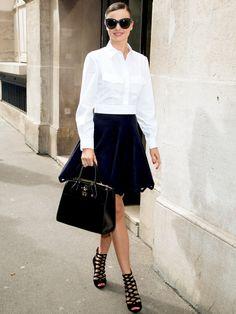 ネオコンサバの鍵はクロップト丈の白シャツ|ミランダ・カー(Miranda Kerr)の私服スナップ