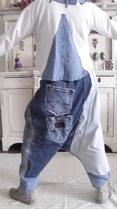 Baggy Clothes, Diy Clothes, Rockabilly, Edgy Outfits, Pretty Outfits, Old Jeans, Denim Jeans, Ropa Shabby Chic, Salopette Jeans