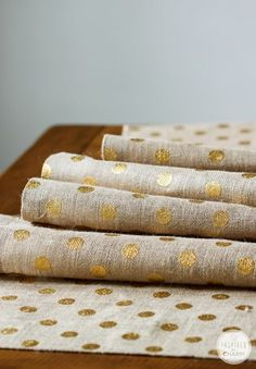 DIY No Sew Burlap Table Runner