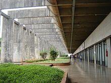 """Corredor do Bloco A da ala norte do """"MINHOCÃO"""". Instituto Central de Ciências (ICC), também é conhecido como Minhocão, é o principal prédio acadêmico da Universidade de Brasília"""
