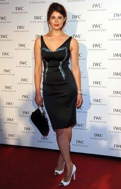 Prada Perfection - British actress Gemma Arterton looked picture-perfect in Prada. More #Prada collection on http://www.luxebutik.com/prada-m15
