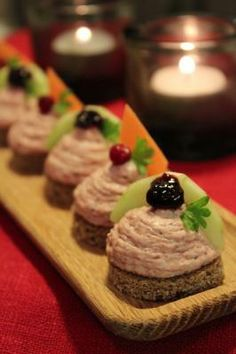Suolainen poro toimii makean perunalimpun kanssa täydellisesti! Pudding, Desserts, Food, Tailgate Desserts, Deserts, Eten, Puddings, Postres, Dessert