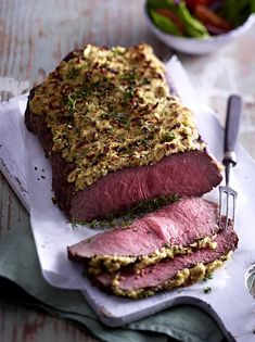 Roastbeef - Rezepte mit feinstem Rindfleisch Fine for guests: roast beef with apple crust Roast Beef Recipes, Grilling Recipes, Carne Asada, Radish Recipes, Food Inspiration, Love Food, Us Foods, Food Porn, Food And Drink