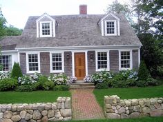 e51e402cd963177508656df947f34d9b.jpg (512×384)  classic cape cod love the wooden door