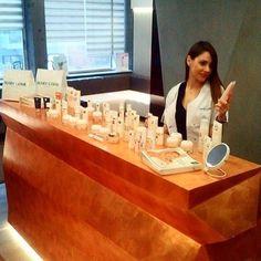 Η έρευνα, η καινοτομία, η εμπειρία, το ήθος: τα φυσικά προϊόντα ομορφιάς και περιποίησης Mary Cohr μπορείτε να τα αποκτήσετε και στο κατάστημα Vivify Θεσσαλονίκης. To ειδικό επιστημονικό προσωπικό των Vivify, που αποτελείται από ιατρούς δερματολόγους και αισθητικούς, βρίσκεται στη διάθεσή σας για να αξιολογήσει τις ανάγκες του δέρματος και τις ευαισθησίες του, και να σας προτείνει την κατάλληλη καλλυντική φροντίδα. #vivify #vivifyyourself #thebeautylab #marycohr