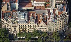 Barcelona - Paseo de Gracia with Casa LLeó i Morera / Casa Amatller & Casa Batlló. Best Places To Live, Great Places, Places To Visit, Antonio Gaudi, Barcelona Architecture, Art Nouveau, Exterior, Tours, City