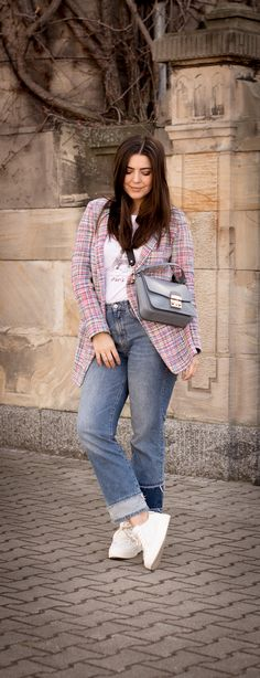 Fashionblogger, Blogger, Modeblogger, ootd, spring outift, weiße sneaker, blazer, riani, furl Tasche, Jeans, Paris, Streetstyle