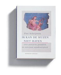 Ik kan de muzen niet haten  Description: PIET SCHRIJVERS heeft een traditie opgebouwd van eclatante Nederlandse vertalingen van Latijnse dichters als Horatius (VERZAMELDE GEDICHTEN) Vergilius (AENEIS GEORGICA) en Lucretius (DE NATUUR VAN DE DINGEN). Hij heeft ook anderen Lucanus en lateren als Lipsius en Burmannus vertaald bewerkt en onder de aandacht gebracht. Zowel zijn wetenschappelijke arbeid als zijn vertaalwerk is steeds geflankeerd door bevlogen essays over deze dichters schrijvers en…