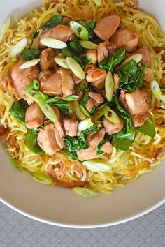 This Paleo Chicken Chow Mein is a delicious and healthy weeknight meal that uses spiralized sweet potato in place of noodles! This Paleo Chicken Chow Mein is a delicious and healthy weeknight meal that uses spiralized sweet potato in place of noodles! Nom Nom Paleo, Paleo Whole 30, Whole 30 Recipes, Whole30, Chicken Chow Mein, Healthy Weeknight Meals, Weeknight Dinners, Sweet Potato Noodles, Paleo Dinner