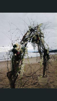 Arch Flowers, Dandelion, Beach, Plants, Wedding, Valentines Day Weddings, The Beach, Dandelions, Beaches