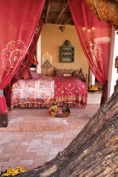 Love this Moroccan style bedroom, I'd love something like this up in the Bay of Islands!