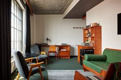 Ace Hotel Brooklyn showcases the borough's artistic talent Ace Hotel New York, Open Hotel, Roman And Williams, Public Hotel, Hotel Amenities, Building Facade, Floor To Ceiling Windows, Common Area, Interior Design