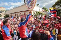 Marea roja toma las calles de Caracas en apoyo a la Revolución (15 Fotos)