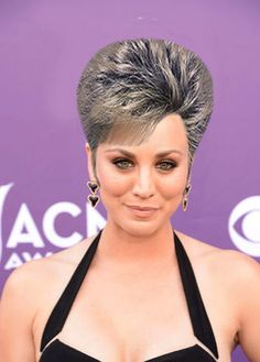 Do or Dont? Kaley Cuocos Mega Pompadour Updo: Girls in the Beauty Department Blonde Updo, Vintage Hairstyles, Cool Hairstyles, Wedge Hairstyles, Retro Updo, Blonde Actresses, The Beauty Department, Hot Hair Styles, Kaley Cuoco
