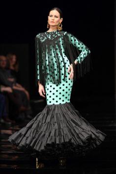 Traje de Flamenca - Alejandro-Santizo - Simof-2017 Folk Costume, Costumes, Frou Frou, Fishtail, Flamenco Dresses, Zuhair Murad, Ethnic, Black White, Passion