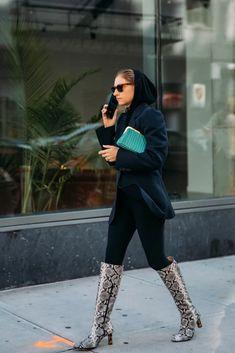 Best Street Style at New York Fashion Week Fall 2020 New York Outfits, City Outfits, Fashion Outfits, Chloe King, New Street Style, New York Fashion, Fashion Beauty, Celebrity Style, Winter Fashion