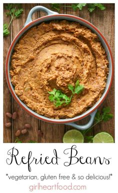 Looking for an easy homemade refried bean recipe? With lots of spices and chopped green chiles these vegetarian refried beans are such a delicious recipe you'll want to make again and again! Healthy Side Dishes, Side Dishes Easy, Side Dish Recipes, Great Recipes, Delicious Recipes, Recipes Dinner, Dinner Ideas, Homemade Refried Beans, Kitchens
