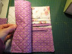 Creando desde mi desván: Tutorial cartera monedero Sewing Projects, Diy Projects, Jute Bags, Wallet Pattern, Diy Home Crafts, Patches, Pouch, Quilts, Accessories