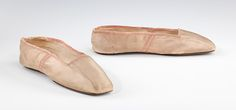 (c. 1830-1845) American evening slippers made of silk.