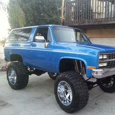 This is definitely a sexy ride 87 Chevy Truck, Lifted Chevy Trucks, Classic Chevy Trucks, Gm Trucks, Chevrolet Trucks, Cool Trucks, Chevy 4x4, Chevy Pickups, Lifted Ford