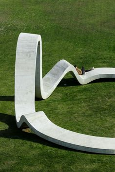 'loop' by FAHR is a concrete sculpture with an organic circular form - Architectur Landscape Architecture Drawing, Classical Architecture, Ancient Architecture, Sustainable Architecture, Southern Landscaping, Landscaping Ideas, Garden Landscaping, Concrete Sculpture, Metal Sculptures