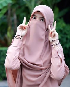 Hijab Niqab, Muslim Hijab, Hijab Chic, Anime Muslim, Arab Girls Hijab, Muslim Girls, Beautiful Muslim Women, Beautiful Hijab, Niqab Fashion