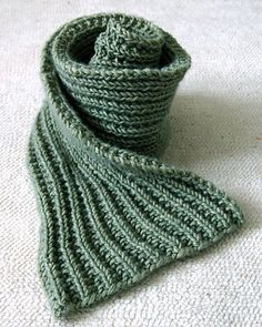 Detailed reviews of our favorite scarf knitting patterns with photos, yarn suggestions, sizing details, and skill ratings. There's a knit scarf pattern here for everyone.