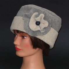 I have a lot of left over polar fleece in my statsh so I decided to try hats - a new venture for me. These hats are nice and warm for the cold winter months and are decorated with a detachable flower...