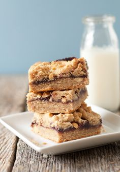 Peanut Butter & Jelly Bars: perfect after school snack Köstliche Desserts, Health Desserts, Delicious Desserts, Dessert Recipes, Yummy Food, Dessert Healthy, Bar Recipes, Apple Recipes, Brownies