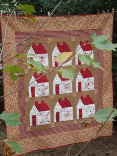 "Quilt ""Vila Feliz""  Design Bia Cardeal  Foundation Piecing e redwork"