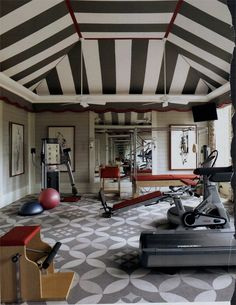 Graphic patterns give the exercise room of a Mississippi house decorated by Richard Keith Langham a fanciful attitude. love the ceiling. Home Gym Design, House Design, Striped Room, Striped Ceiling, Dream Gym, Dream Life, Grey Room, Workout Rooms, Exercise Rooms