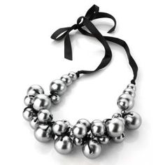 Now i know what to do with all those grey pearl beads i have at home!!