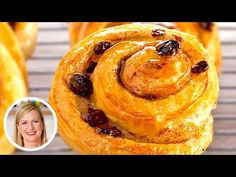 Danish Dough and Spiral Raisin Danishes are on the menu in Chef Anna Olson's amazing kitchen, and she is going to teach you how to make this delicious recipe. Danish Recipe Puff Pastry, Danish Dough Recipe, Puff Pastry Recipes, Danish Bread Recipe, Eggless Desserts, Dessert Recipes, Party Desserts, Cake Recipes, Easy White Bread Recipe