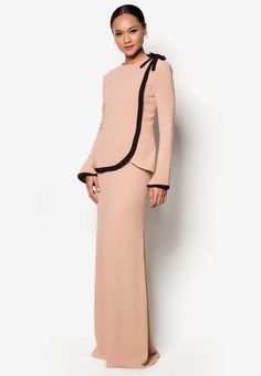 Buy Syomir Izwa for Zalora Herriot Baju Kurung Online Modest Fashion, Hijab Fashion, Fashion Beauty, Fashion Dresses, Kebaya Muslim, Muslim Dress, Kebaya Moden, Modern Kebaya, Abayas