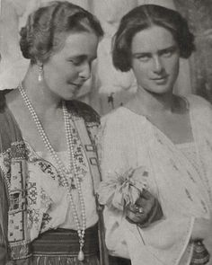 Queen Marie of Romania with princess Ileana Queen Victoria Family, Ferdinand, Vintage Photography, Queen Elizabeth, Vintage Photos, Famous People, Marie, Fairy Tales, Royalty
